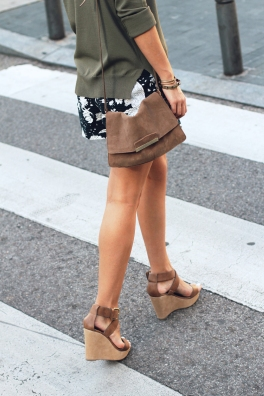 Printed_Shorts-Khaki_Sweater-Mango_Wedges-Street_style-Outfit-19.jpg